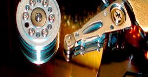 Почему жесткий диск шумит и плохо работает при нагрузке?